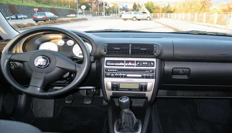 Should I Get a Dash Cam? 5 Reasons to Use a Dashboard Camera